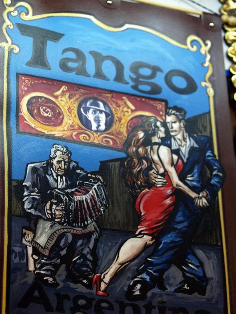 A hand-painted Argentine Tango sign | Pixabay