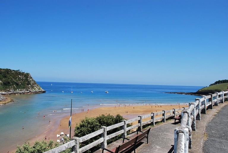 Playa Lekeitio, Spain | ©Jean Michel Etchecolonea / Wikimedia Commons