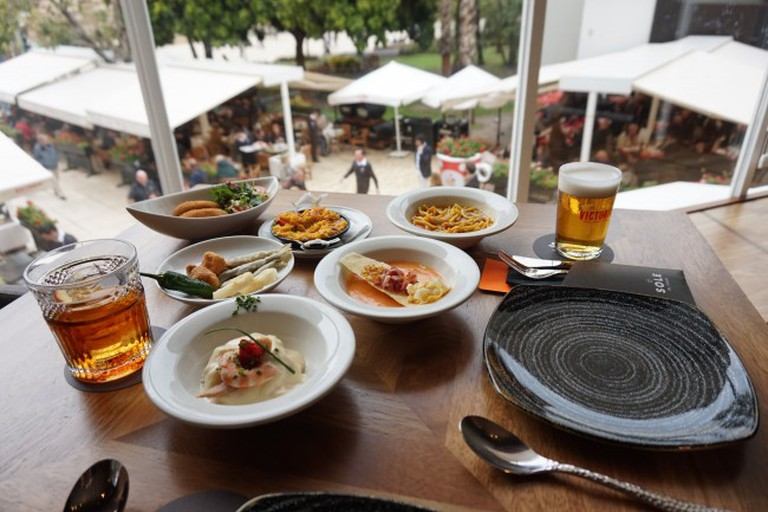 Traditional tapas cooked with flair at El Pimpi | © Encarni Novillo