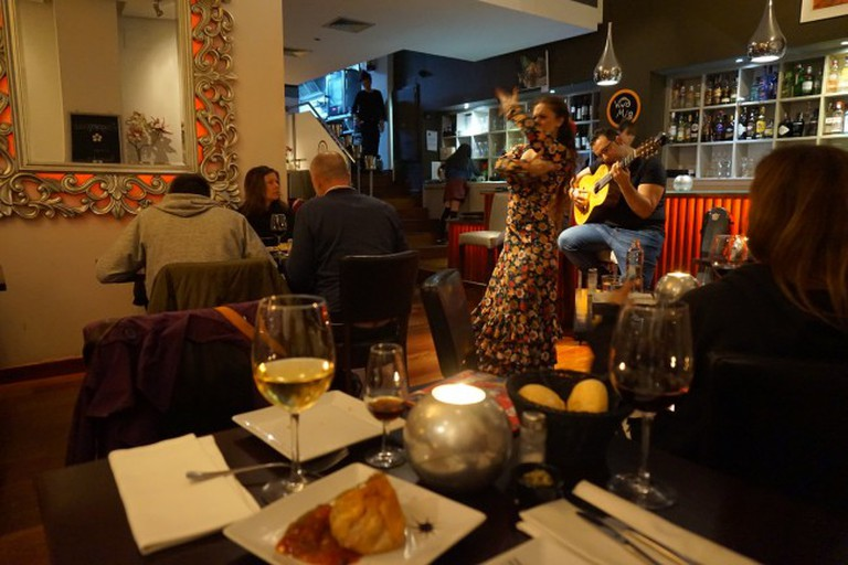 Kangaroo, crocodile and live flamenco is all on offer at Malaga's Vino Mio   © Encarni Novillo