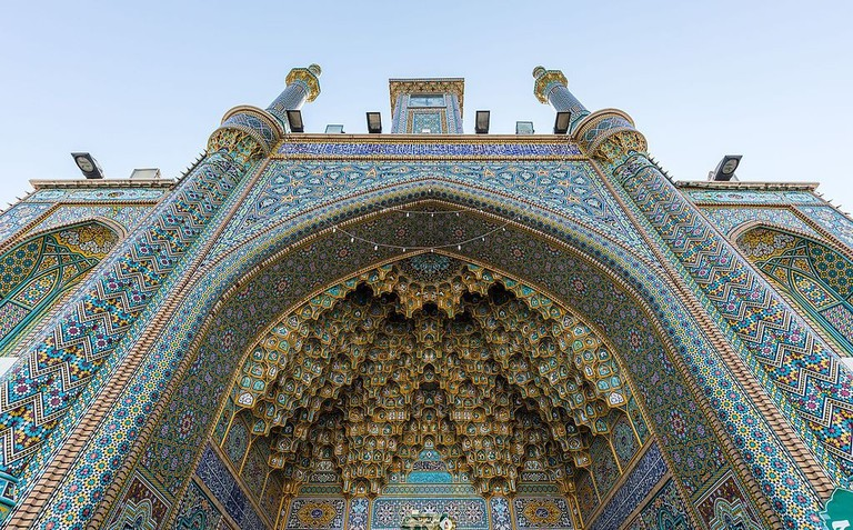 The exquisite tiles of Fatima Masumeh Shrine in Qom | © Diego Delso / Wikimedia Commons