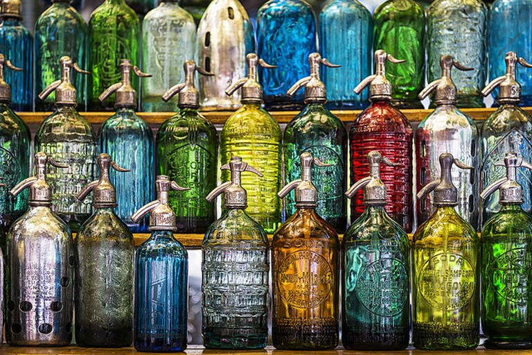 Antique soda bottles for sale© Travelbusy.com / Flickr