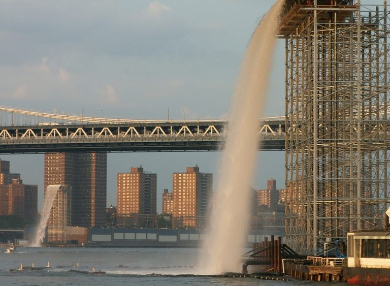 A waterfall installation by Olafur Eliasson in NYC | © Americasroof/ Wikipedia