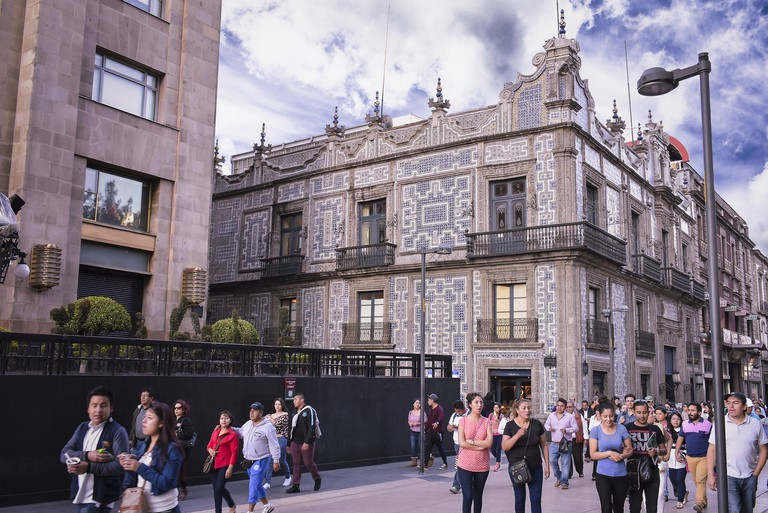 Sanborns Azulejos branch is not 24 hours, but the Bellas Artes Café is