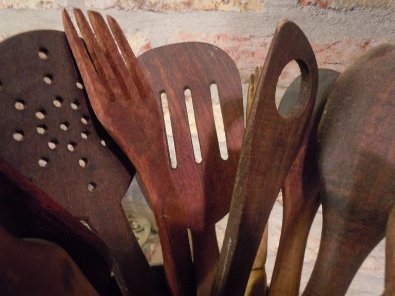 """<a href=""""https://commons.wikimedia.org/wiki/File:Handmade_wooden_spoons.jpg"""">Beautiful hand-carved wooden utensils 