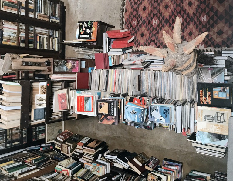 Make sure you have ample time to filter through all the books in L'elephant Terrible