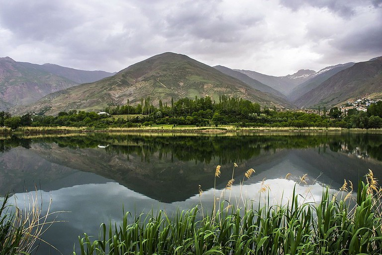Ovan Lake is in the Alamut Valley | © Hadi Karimi / Wikimedia Commons