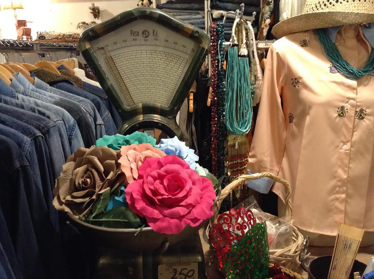 Vintage shopping at La Senora Henderson, Valencia.