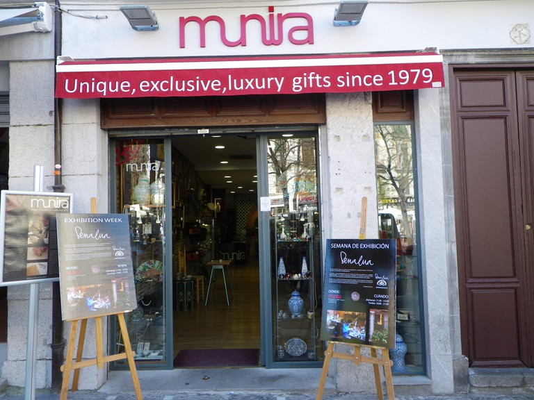 Munira Leather, Granada