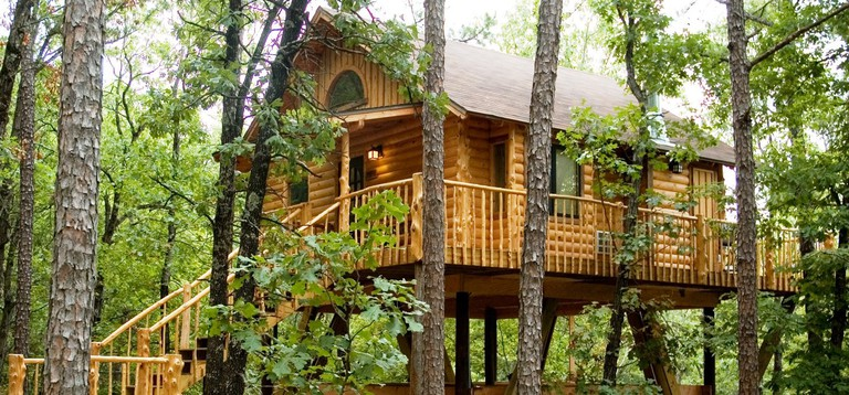 Towering Pines Treehouse | Courtesy of Treehouse Cottages
