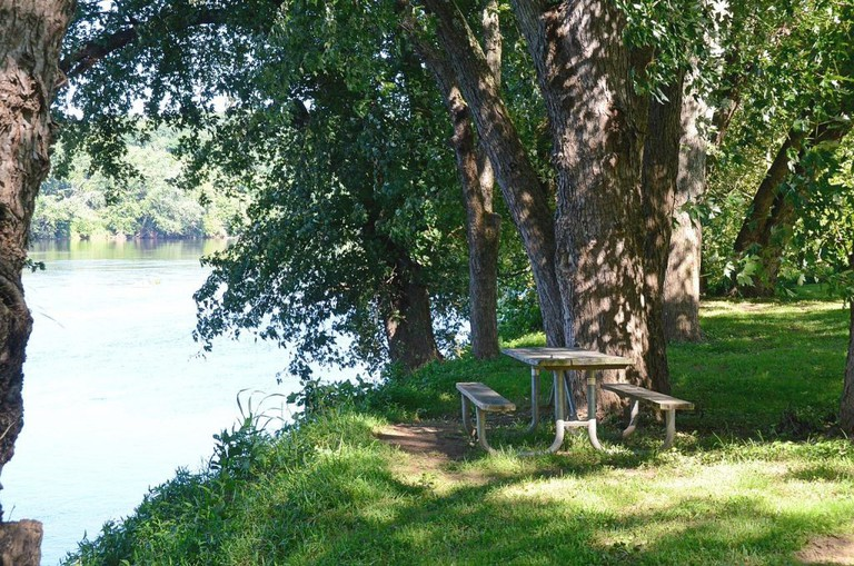 river and picnic area | ©Virginia State Parks / Flickr