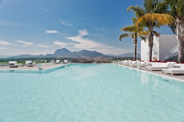 Infinity pool Courtesy of SHA Wellness Clinic
