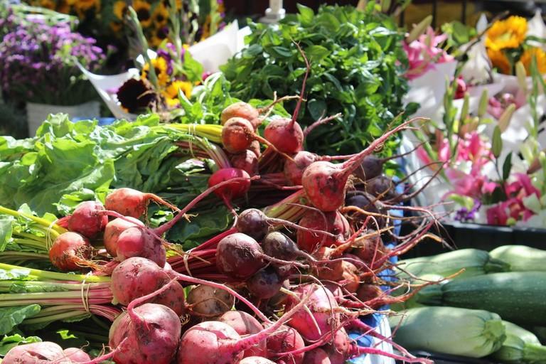 fruit and flower market | CC0 Public Domain / Pixabay