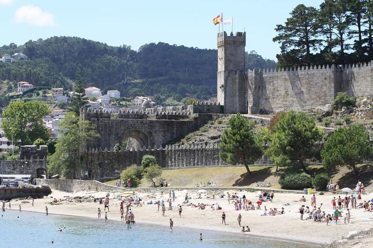 Baiona and Monterreal Castle | ©2008dago21 / Wikimedia Commons