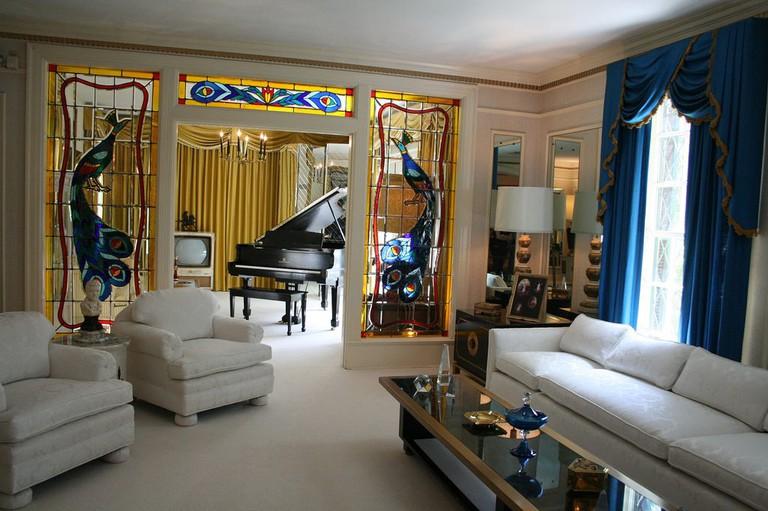 Living room of Graceland   © Lindsey Turner / Flickr