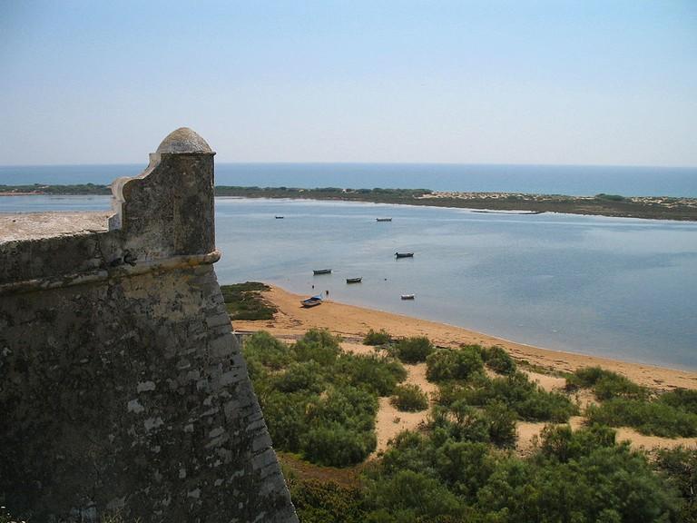 https://commons.wikimedia.org/wiki/File:Cacela_Velha_Fortress2.jpg