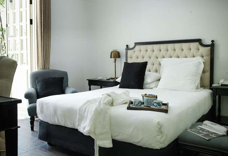 Queen room at Cabochon Hotel & Residence