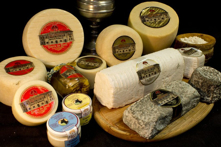 Cheeses for sale at La Noucentista, Girona | ©Qdrqdr / Wikimedia Commons