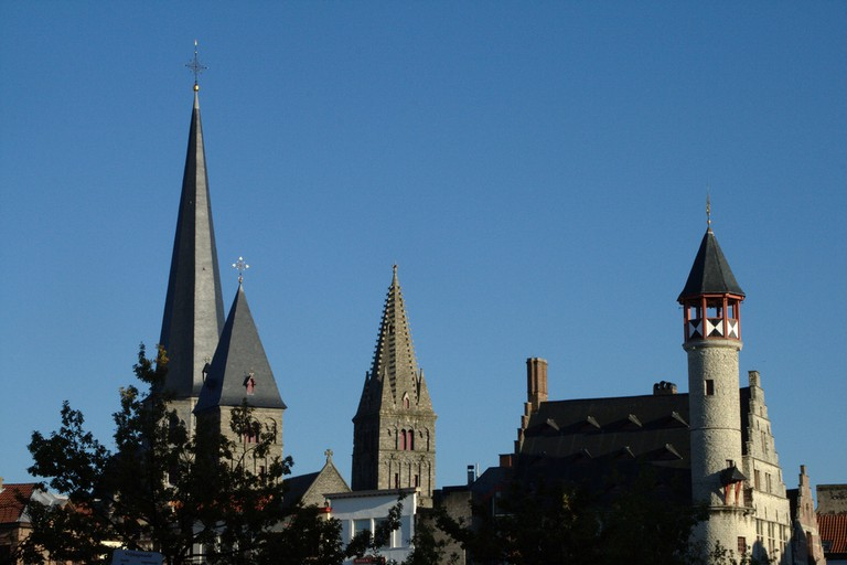 Ghent's 'Toreken' to the right