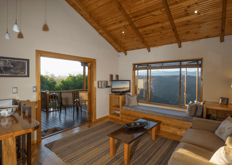 Hotels and Lodges Near Mountains_Cliffhanger Cottages