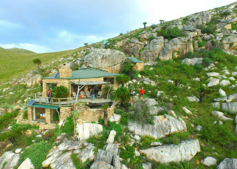 Hotels and Lodges Near Mountains_Stone Mountain Lodge