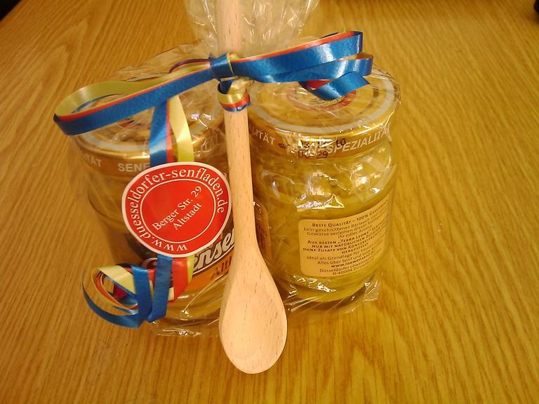 Mustard gift pack   © Ricardo Bernardo / Flickr
