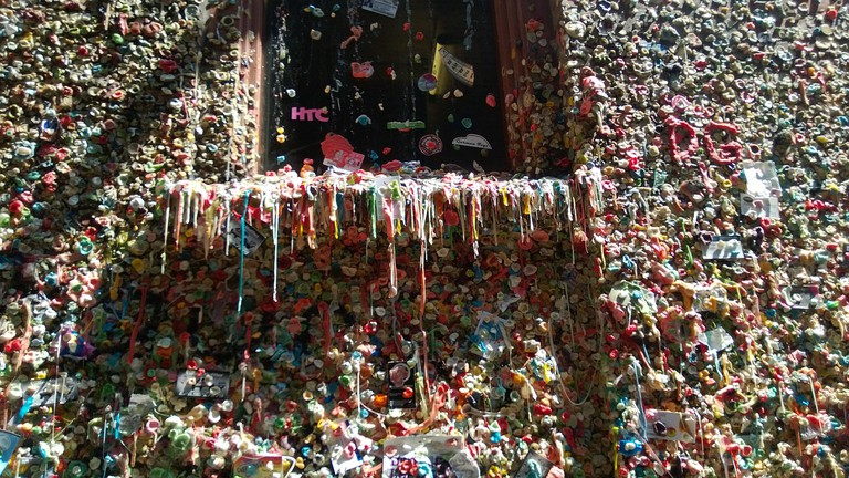Seattle Gum Wall | © andresmh / Flickr