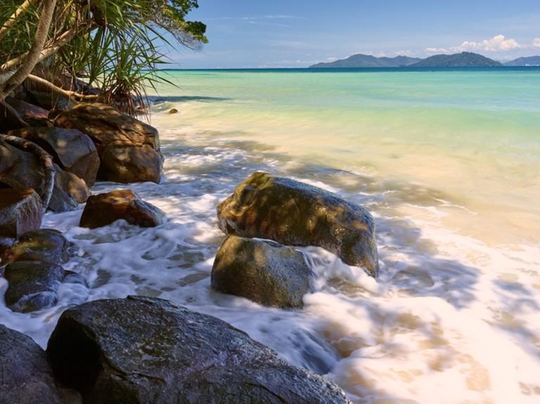 Uncrowded spots that line Gaya island | © Buzov Evgeny/Shutterstock