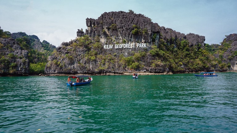 Joining a river Cruise is a great way to explore the Geopark | © Shahrin Md Ayob/Shutterstock