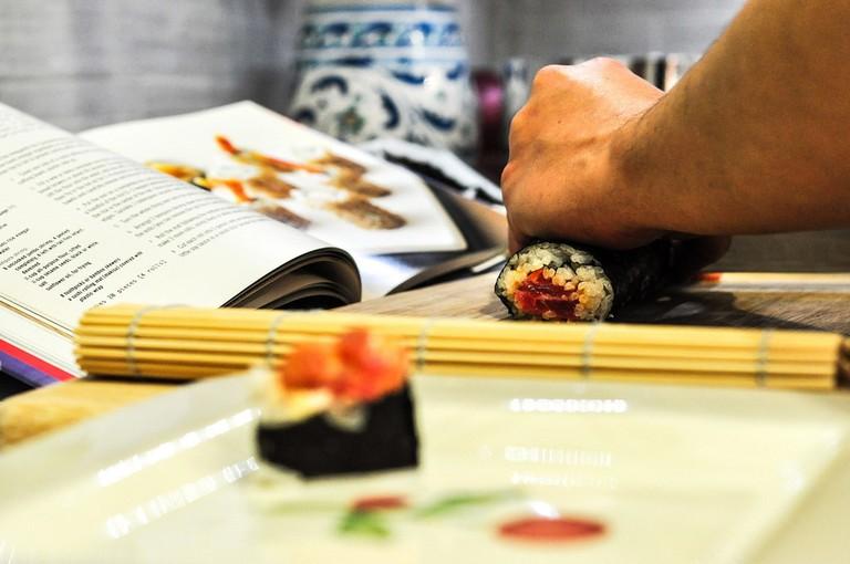 Learn sushi-making   BarnImages / Pixabay