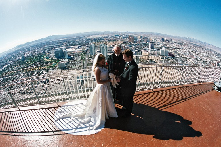 An outdoor ceremony at Chapel in the Clouds | © Stratosphere Hotel & Casino/Flickr