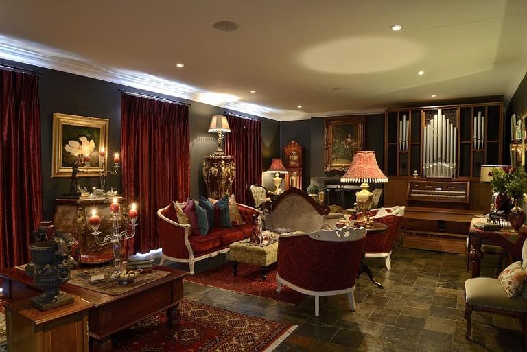 Buckingham Lounge