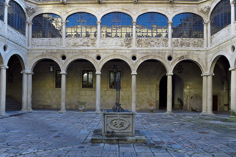 Palacio de los Guzmanes, León, Spain | ©José Luis Filpo Cabana / Wikimedia Commons