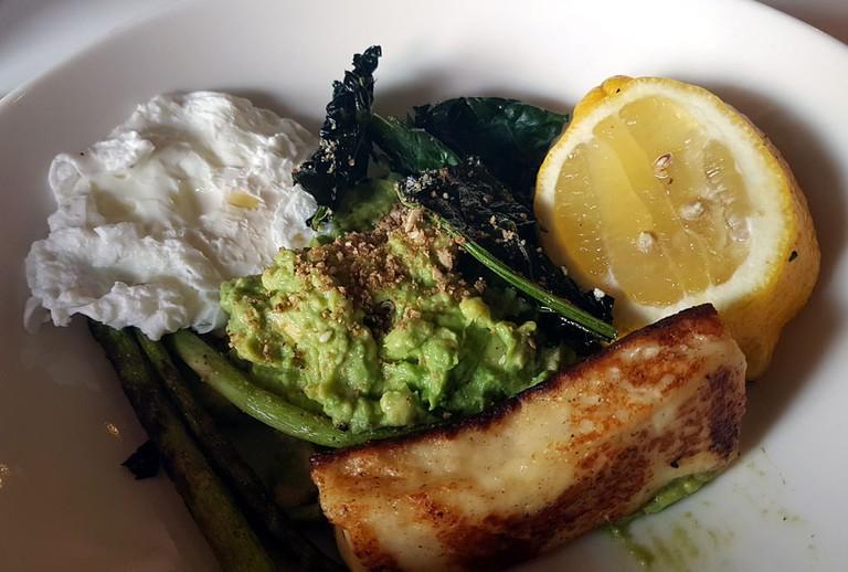 Kale and halloumi bowl