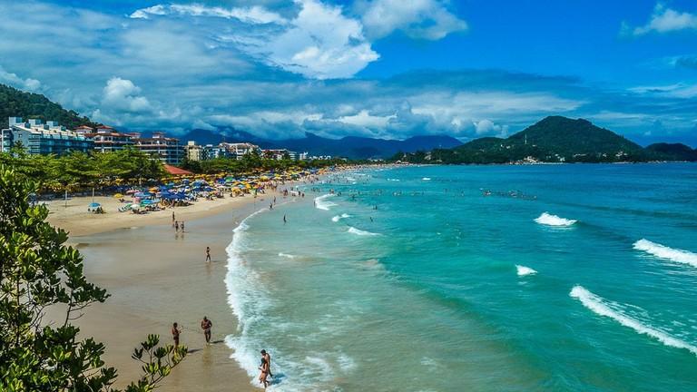 https://commons.wikimedia.org/wiki/File:Praia_Grande_Ubatuba_04.jpg