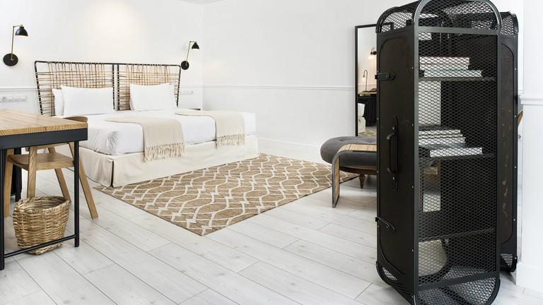 7 Islas boasts Mid-Century Modern decor and a distinctive industrial warehouse feel