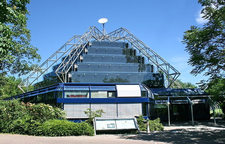 800px-Carl-Zeiss_Planetarium_(Stuttgart)