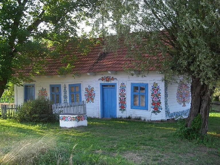 800px-Zalipie_-_painted_cottage_04