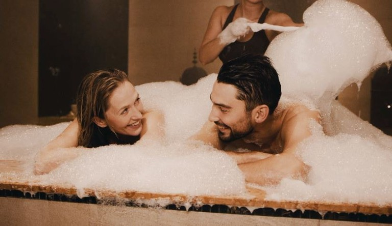 Couple's bath at The Well | Courtesy of The Well