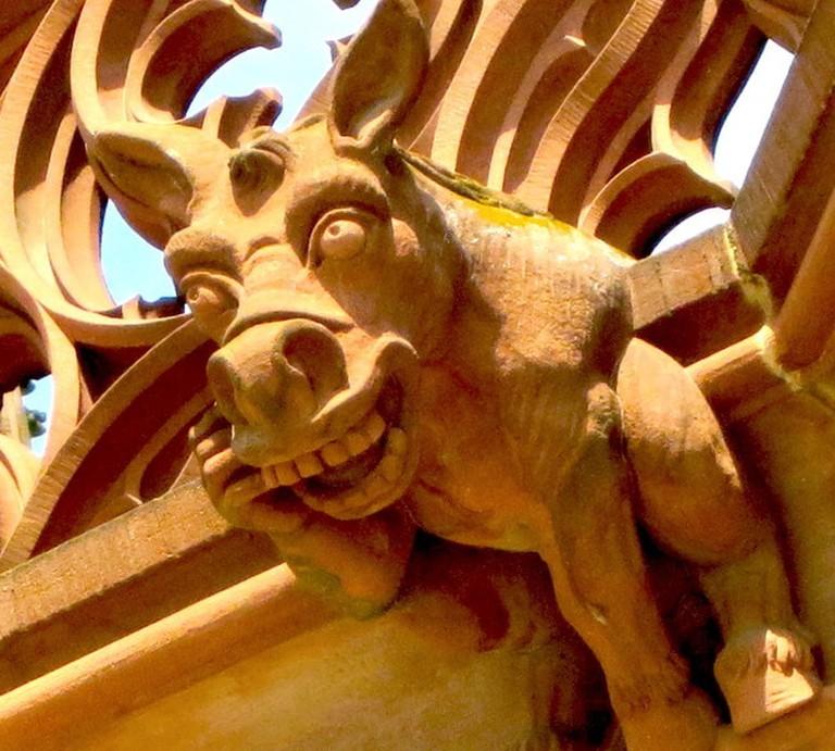 Donkey_gargoyle_on_South_exterior,_Cathedrale_Notre_Dame,_Strasbourg,JRH430 wikicommons