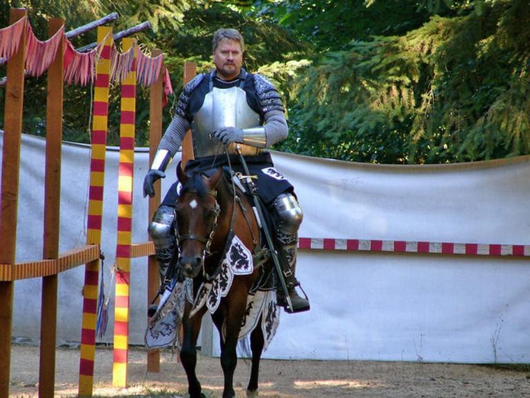 Knight at Camlann Village   © Matt / Flickr