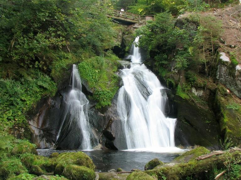 waterfall-317725_1280