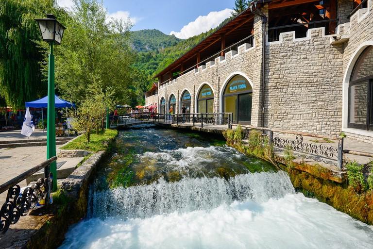 Fresh water flowing from one of the creek at Plava Voda | © Farris Noorzali/Shutterstock