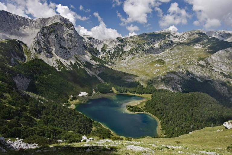 Trnovacko Lake in Sutjeska National Park of southern Bosnia and Herzegovina, Maglic Mountains | © Dan Tautan/Shutterstock