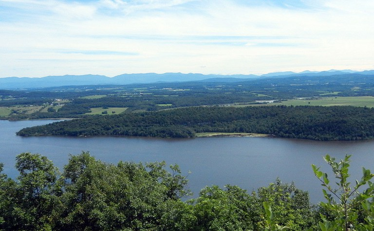 1280px-Mount_Independence_on_Lake_Champlain,_Orwell,_Vermont