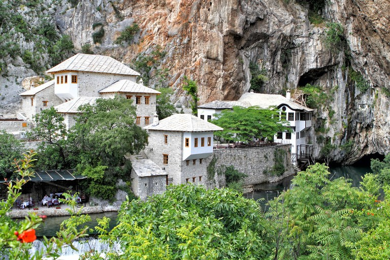 Dervish house on Buna spring with a small waterfall and a cave | © Zlajs/Shutterstock