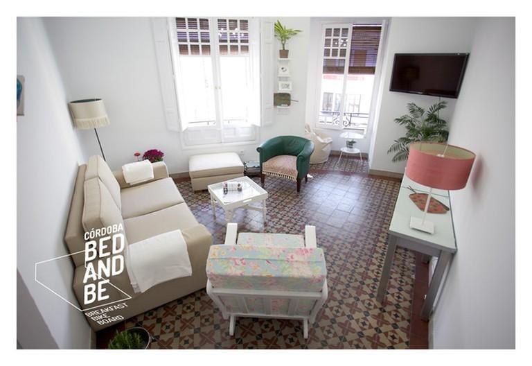 Communal lounge at Córdoba's Bed & Be Hostal;
