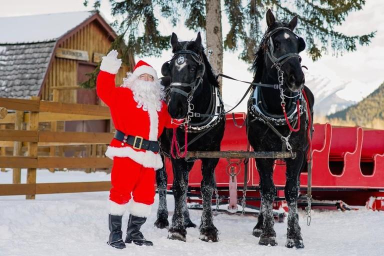 Santa at Banff Christmas Market | © Orange Girl/Banff Christmas Market
