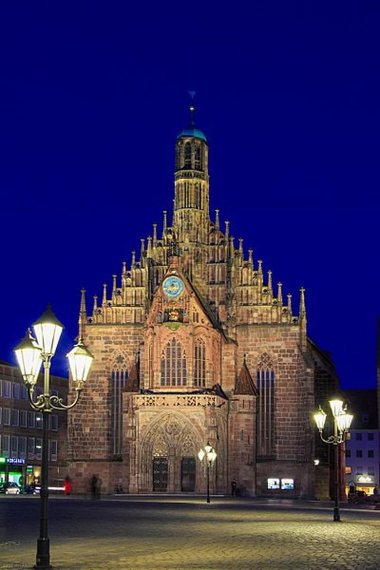 400px-Frauenkirche_in_Nuremberg_2015