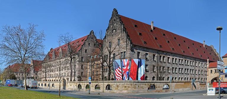 800px-Nuremberg_-_justice_palace_2012_(aka)